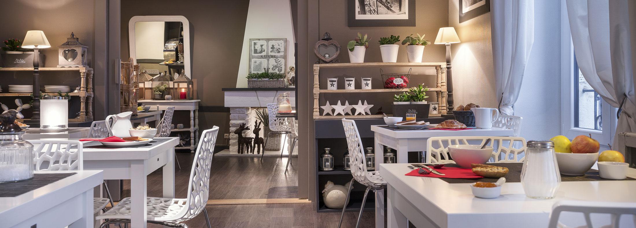 Salle petit déjeuner Hôtel des Alpes au coeur d'Annecy