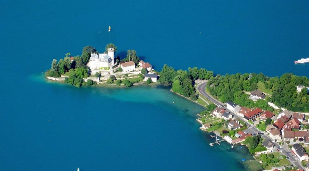 Château Ruphy sur la presque île de Duingt