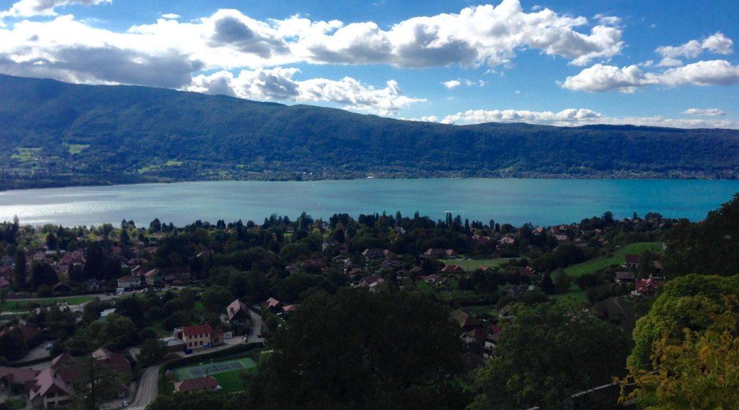 Menthon Saint Bernard et la vue sur le lac d'Annecy